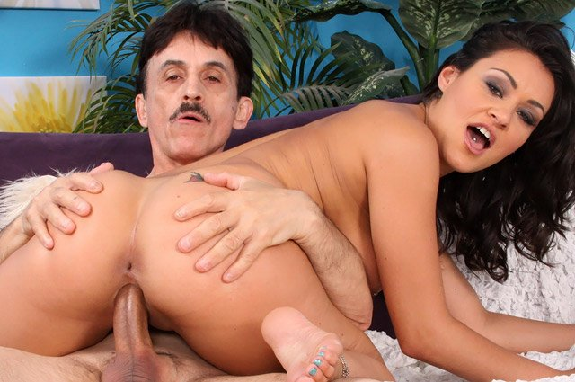 Harry bourre Charley Chase dans